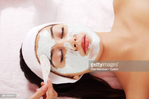 close-up of naked woman receiving massage at spa - beauty treatment stock pictures, royalty-free photos & images