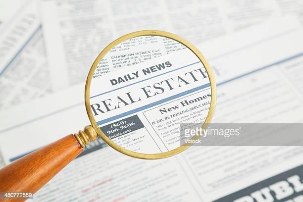 close-up of newspaper page seen through magnifying glass - escrita ocidental - fotografias e filmes do acervo