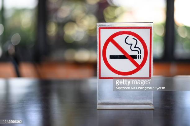 close-up of no smoking sign on table in restaurant - no smoking sign stock pictures, royalty-free photos & images