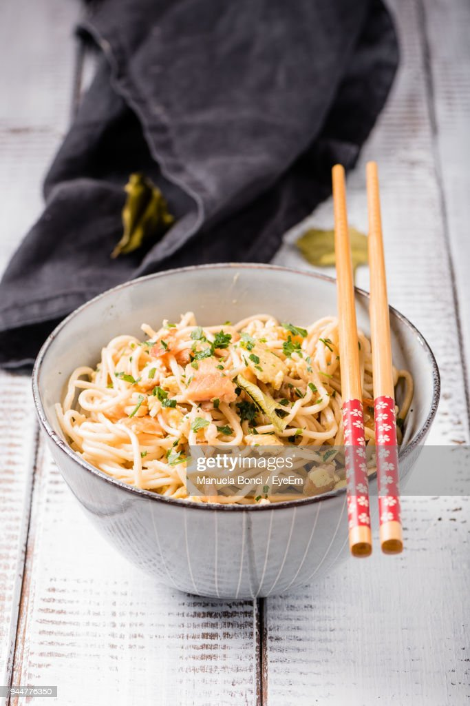 Close-Up Of Noodles In Bowl By Chopsticks : Stock Photo