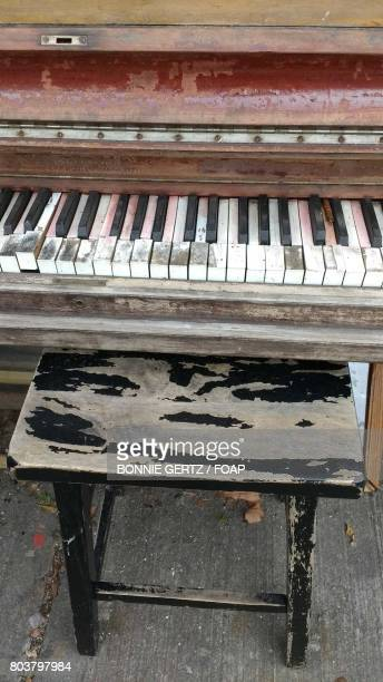 close-up of old piano and stool - bonnie rotten stockfoto's en -beelden