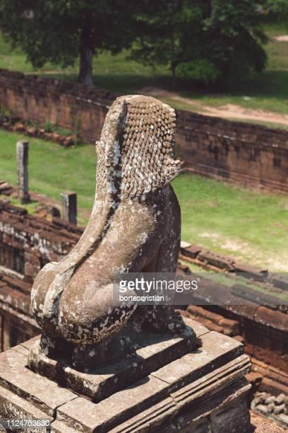 close-up of old statue in park - bortes foto e immagini stock