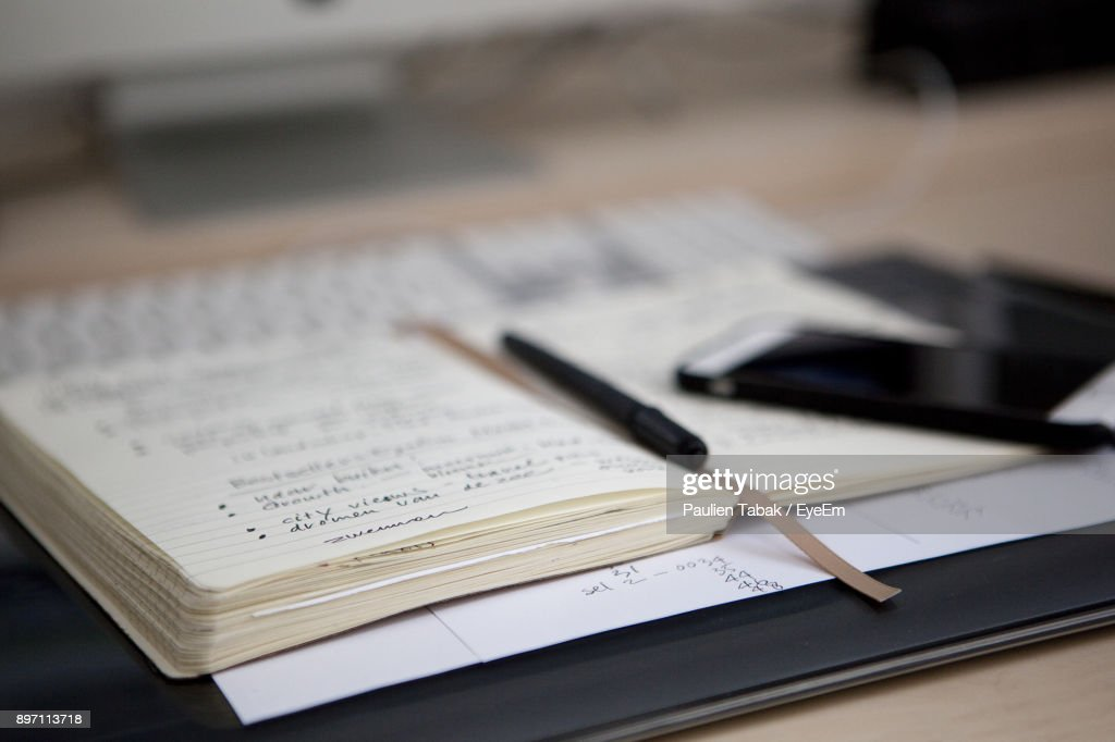 Close-Up Of Open Book With Pen : Stockfoto