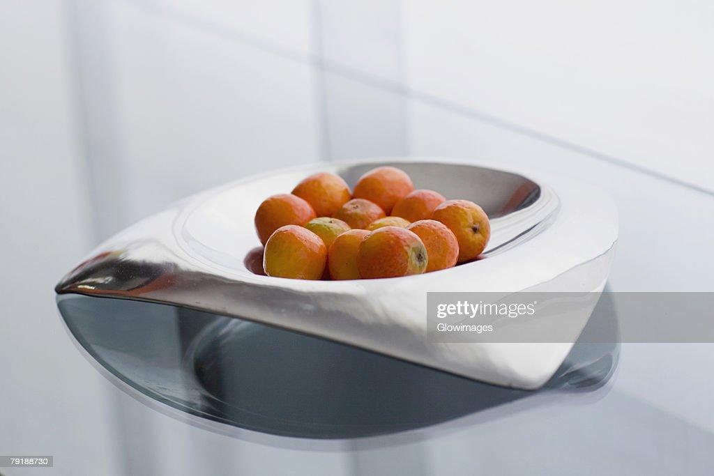 Close-up of oranges in a bowl : Foto de stock