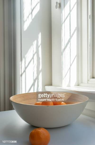 close-up of oranges in bowl on table at home - 果物の盛り合わせ ストックフォトと画像