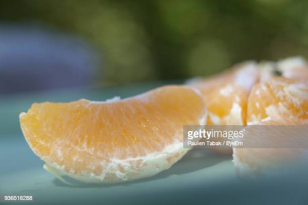 close-up of oranges in plate - paulien tabak stock pictures, royalty-free photos & images