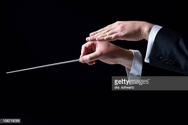 Nahaufnahme von Orchester Dirigent der Hand, isoliert auf Schwarz