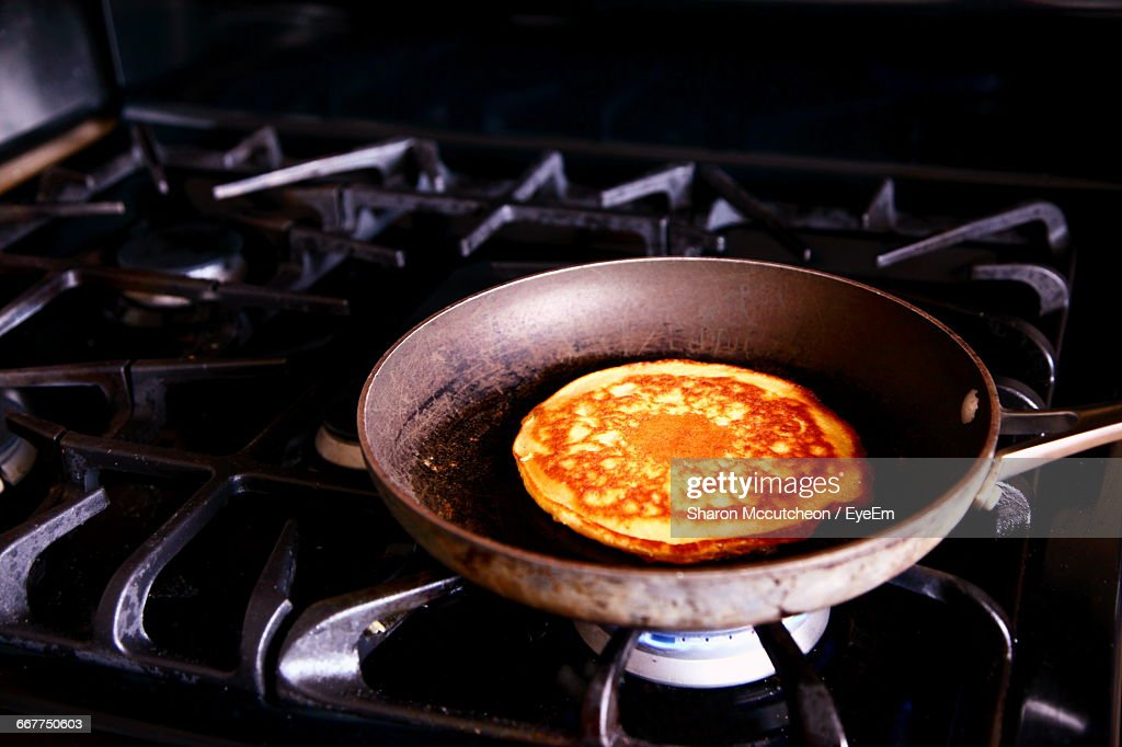 Close-Up Of Pan Cake Being Cooked On Pan : Stock Photo