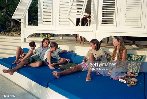 CloseUp Of Patrick Demarchelier French Fashion Photographer Dans sa maison de SaintBarthélemy sur une terrasse surplombant la baie Arthur 12 ans et...