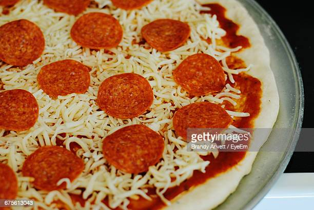 close-up of pepperoni pizza - pepperoni pizza stock photos and pictures