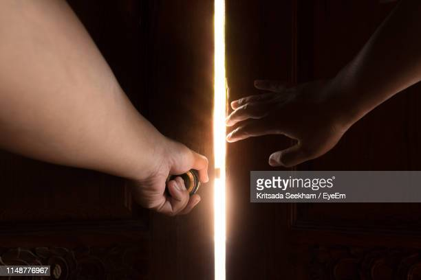 close-up of person opening door - porta imagens e fotografias de stock