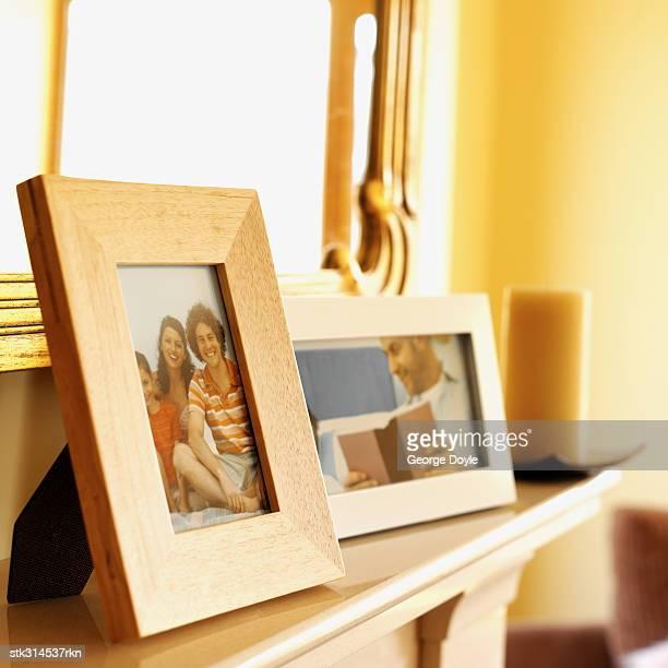 close-up of picture frames on a mantelpiece - consolo de lareira - fotografias e filmes do acervo