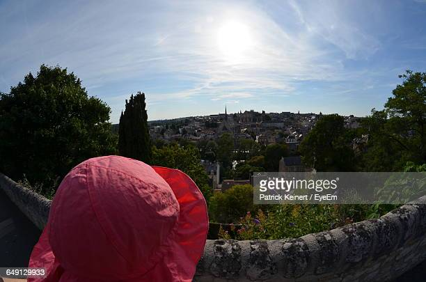 close-up of pink hat against buildings and sky in town on sunny day - ポワティエ ストックフォトと画像