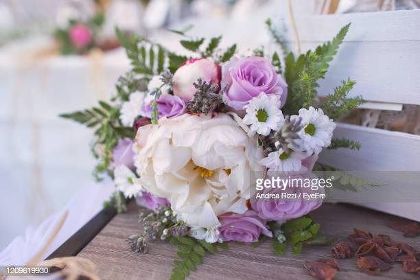 close-up of pink roses on table - andrea rizzi foto e immagini stock