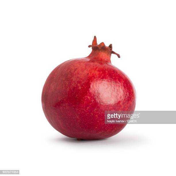 close-up of pomegranate against white background - granada fotografías e imágenes de stock