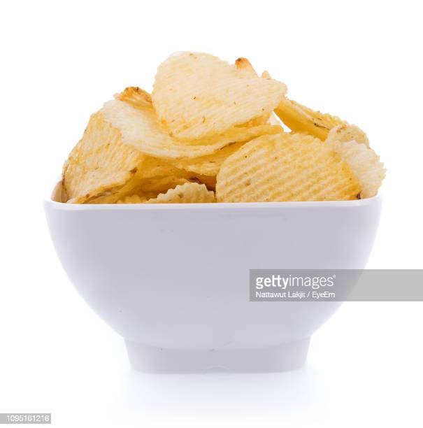 close-up of potato chips in bowl against white background - 深皿 ストックフォトと画像