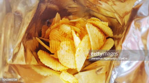 close-up of potato chips in foil container - ポテトチップス ストックフォトと画像