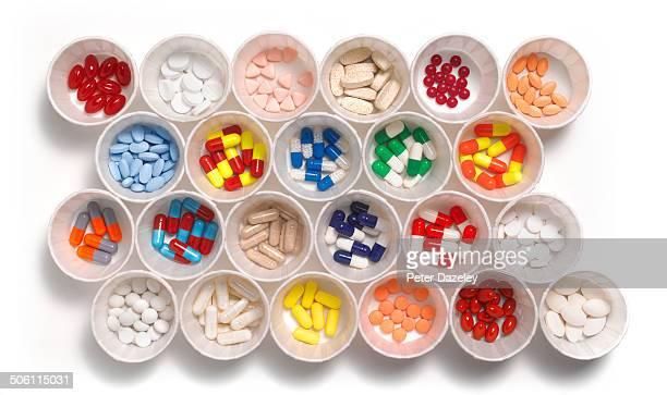 close-up of prescription drugs - medikamenten kapsel stock-fotos und bilder