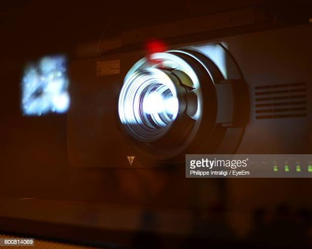 close-up of projector - projektion stock-fotos und bilder