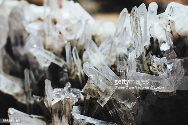 close-up of quartz crystals - quartzo - fotografias e filmes do acervo