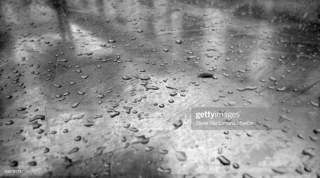 Close-Up Of Raindrop On Glass : Foto stock