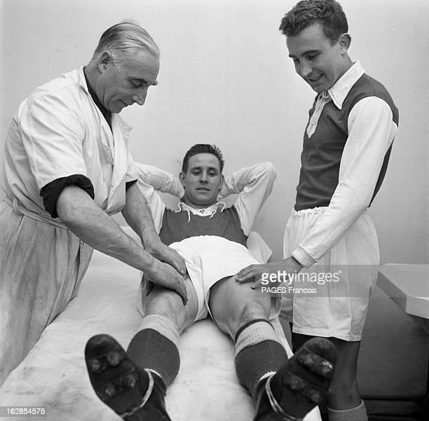 CloseUp Of Raymond Kopa France mars 1955 portrait du footballeur français Raymond KOPA lors de ses activités sportives il s'est allongé sur la table...