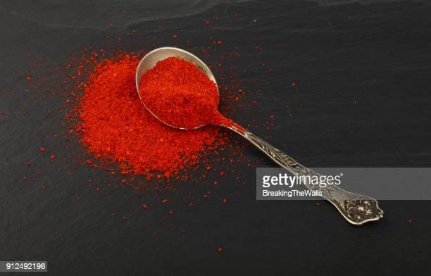 close-up of red chili powder - pimenta em pó - fotografias e filmes do acervo