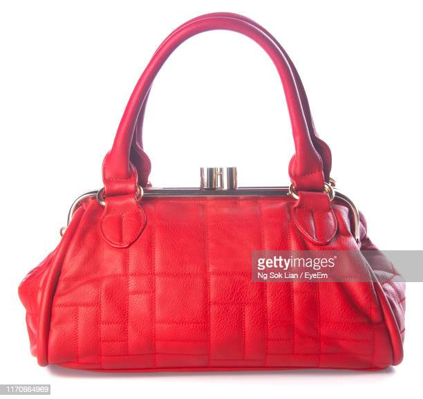 close-up of red leather purse over white background - sac à main rouge photos et images de collection