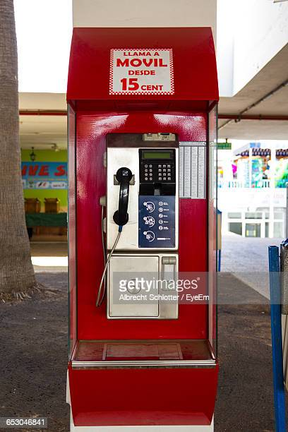 close-up of red pay phone in city - albrecht schlotter foto e immagini stock