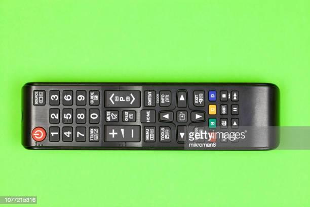 close-up of remote control on table at home - controle remoto - fotografias e filmes do acervo