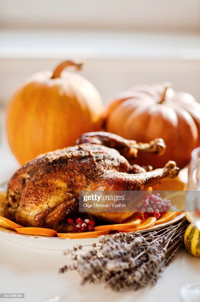 Close-Up Of Roast Chicken With Orange Slices In Plate : Stock Photo