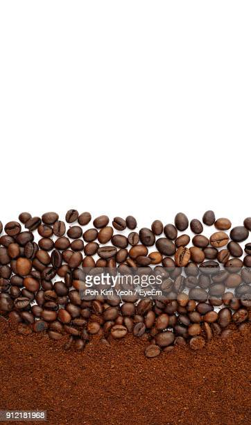 close-up of roasted coffee beans on white background - ground coffee - fotografias e filmes do acervo