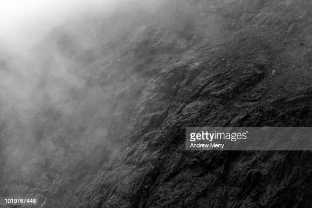 close-up of rock face and cloud, isle of skye - piedra roca fotografías e imágenes de stock