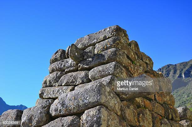 "closeup of roof stone ring in machu picchu, peru - ""markus daniel"" photos et images de collection"
