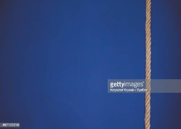 close-up of rope against blue background - cuerda fotografías e imágenes de stock