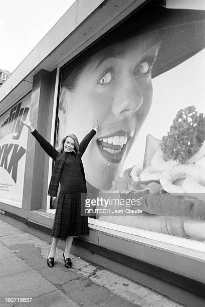 Closeup Of Rosalind Hanby En Angleterre le 30 novembre 1979 portrait de Rosalind HANBY hôtesse de l'air de la BRITISH AIRWAYS choisie pour illustrer...