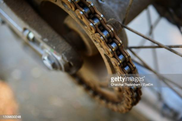 close-up of rusty chain tied up on metal - chatchai thalaikham stock pictures, royalty-free photos & images