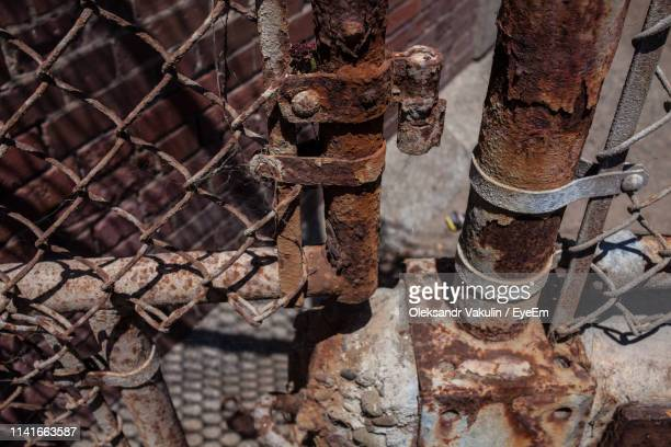 close-up of rusty metal fence - oleksandr vakulin stock pictures, royalty-free photos & images