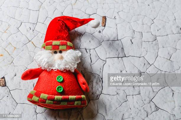 close-up of santa claus on wall - santa close up stock pictures, royalty-free photos & images