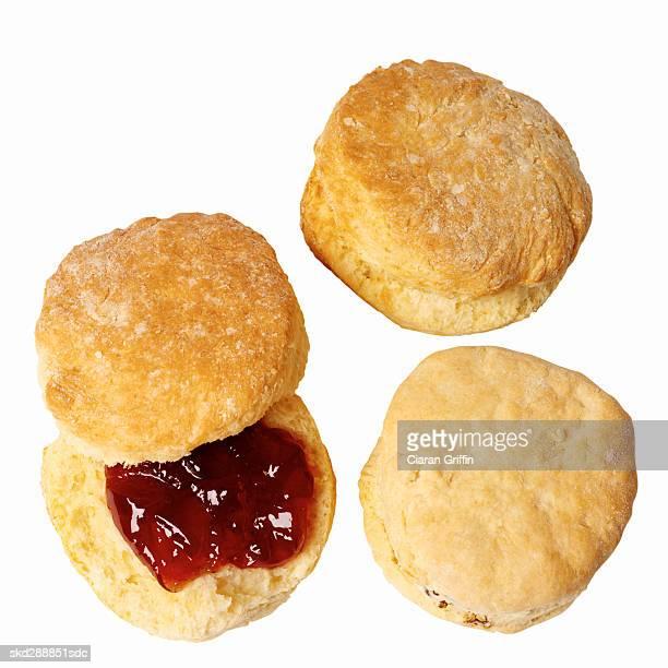 close-up of scones with jam - scone - fotografias e filmes do acervo