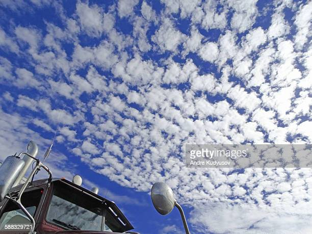 close-up of semi-truck cabin and cloud - altocumulus stockfoto's en -beelden