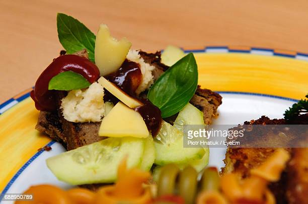 close-up of served food - piotr hnatiuk foto e immagini stock