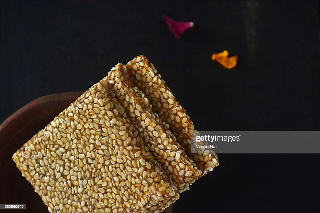 Close-up of sesame brittle/chikki in a clay bowl-Indian snack : Stock Photo