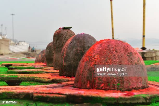 close-up of shiva lingams against sky - shiva lingam stock pictures, royalty-free photos & images