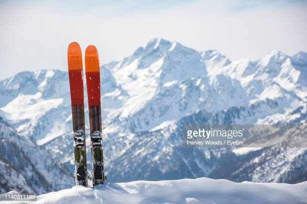 close-up of skis against snow covered mountains - スキー板 ストックフォトと画像