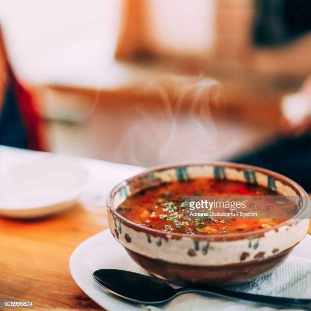 close-up of soup in bowl on table - sopa - fotografias e filmes do acervo