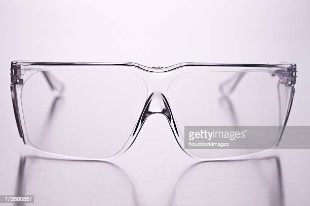 nahaufnahme der brille auf isolierte hintergrund - schutzbrille stock-fotos und bilder