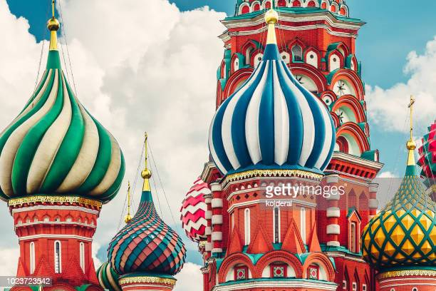 close-up of st basil cathedral cupola - cupola stockfoto's en -beelden