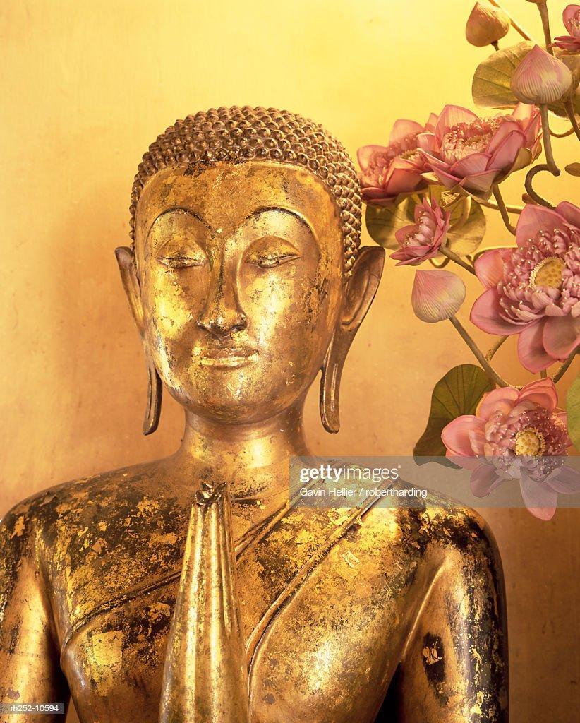 Close-up of statue of the Buddha, Wat Pho (Wat Po) (Wat Phra Chetuphon), Bangkok, Thailand, Southeast Asia, Asia : Foto de stock