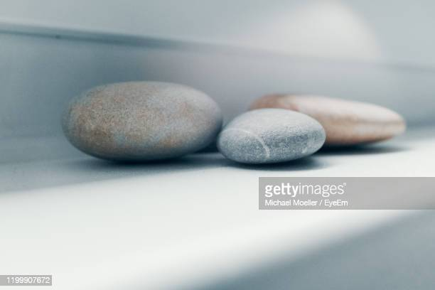 close-up of stones on table - dosis stock-fotos und bilder